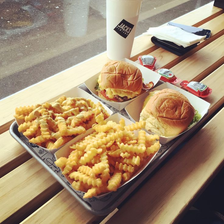SYDNEY EATS | Burgers and Crinkle Cut Chips | Jack's Newtown
