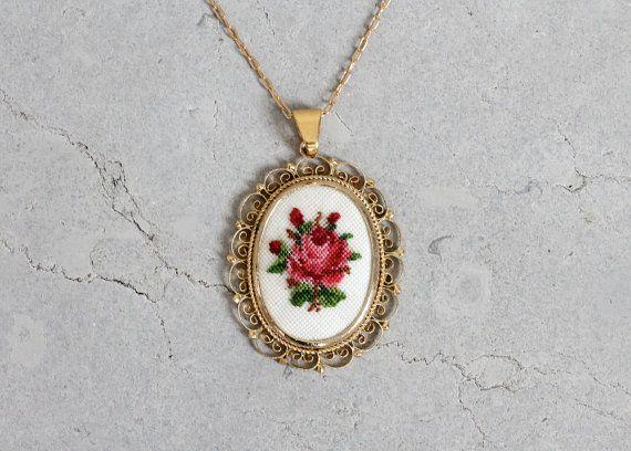 Vintage 1960s Necklace : 60s Floral Cross Stitch Pendant Necklace
