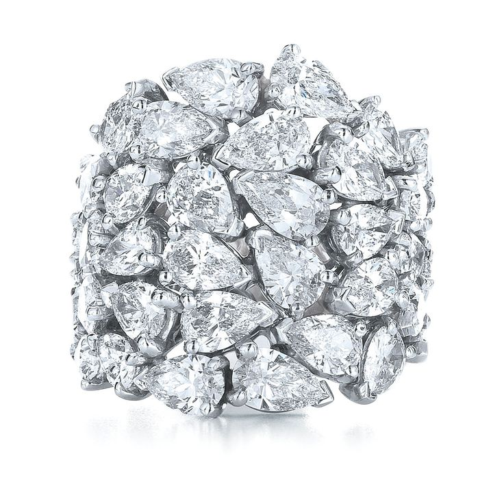 Kwiat: The American Beauty diamond ring from the Kwiat Legacy Collection in platinum