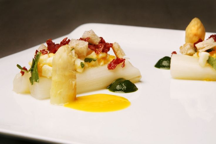 Een overheerlijke asperges à la flamande met krokante filet d'anvers, die maak je met dit recept. Smakelijk!