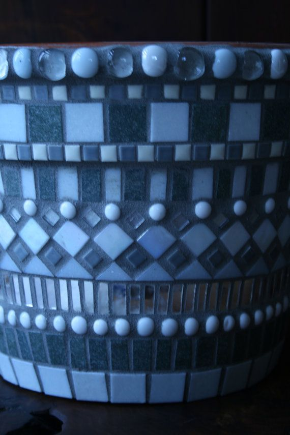 Mosaic flower pot in shades of grey, white and silver