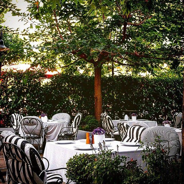 THE TWENTYONE RESTAURANT & BAR's  beautiful garden is ready to please you! Photo by @danaigiannakoudi