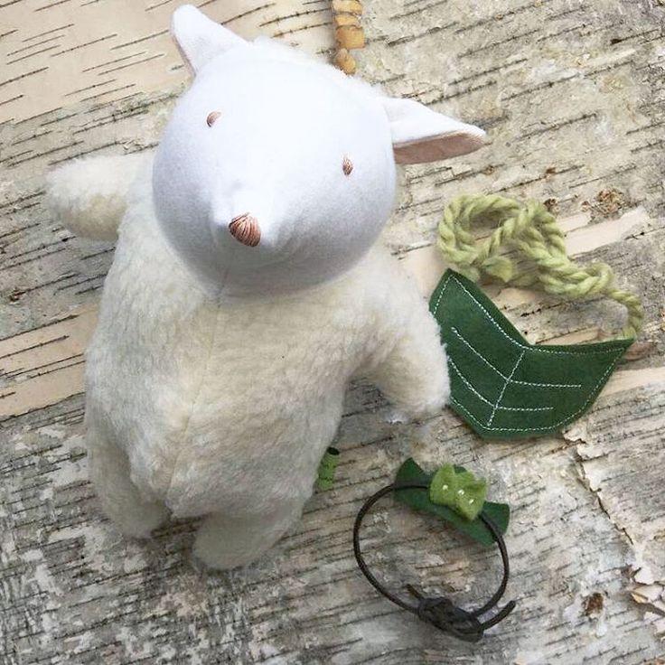 A sheep that comes with a leaf necklace and a leaf crown 👑 by @ama.moon.dolls 💛www.amamoondolls.etsy.com  .  #mothersday #nurserydecor #nurseryinspo #babyshower #christening #birthdaygift #dollstagram #dollswithdye #plush #plushie #sheepdog #sheeps #smallbiz #mycreativebiz #makersgonnamake #hellosmallshop #creativelifehappylife #handsandustle #tnchustler #creativeentrepeneur #girlboss #brandchat #creativepreneur