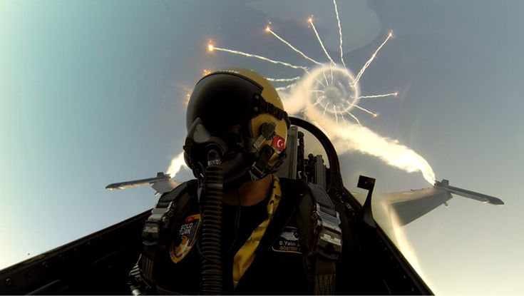 F-16 Pilot – SOLOTÜRK_Turkish Air Force (Türk Hava Kuvvetleri)