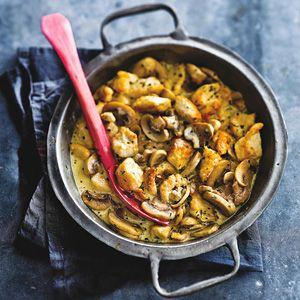 Recept - Snelle kipragout met room, champignons en dragon - Allerhande