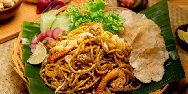 Vemale.com - Mie Aceh adalah salah satu masakan khas Aceh yang menggugah selera. Karena rasanya yang pedas menjadi salah satu menu favorit kuliner Indonesia