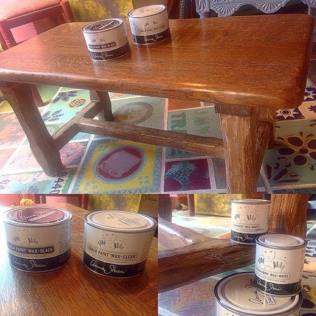 Mesa restaurada por una de nuestras alumnas de los talleres de #reciclaje y #restauración de #muebles. En este caso se ha realizado una buena limpieza de la pieza y se le ha aplicado #ChalkPaintWaxWhite