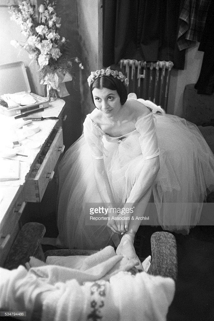 News Photo : Italian ballet dancer Carla Fracci in the...