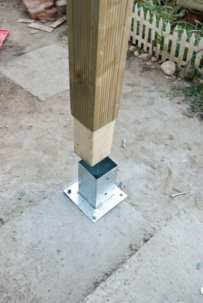 Pfosten auf Beton verankern