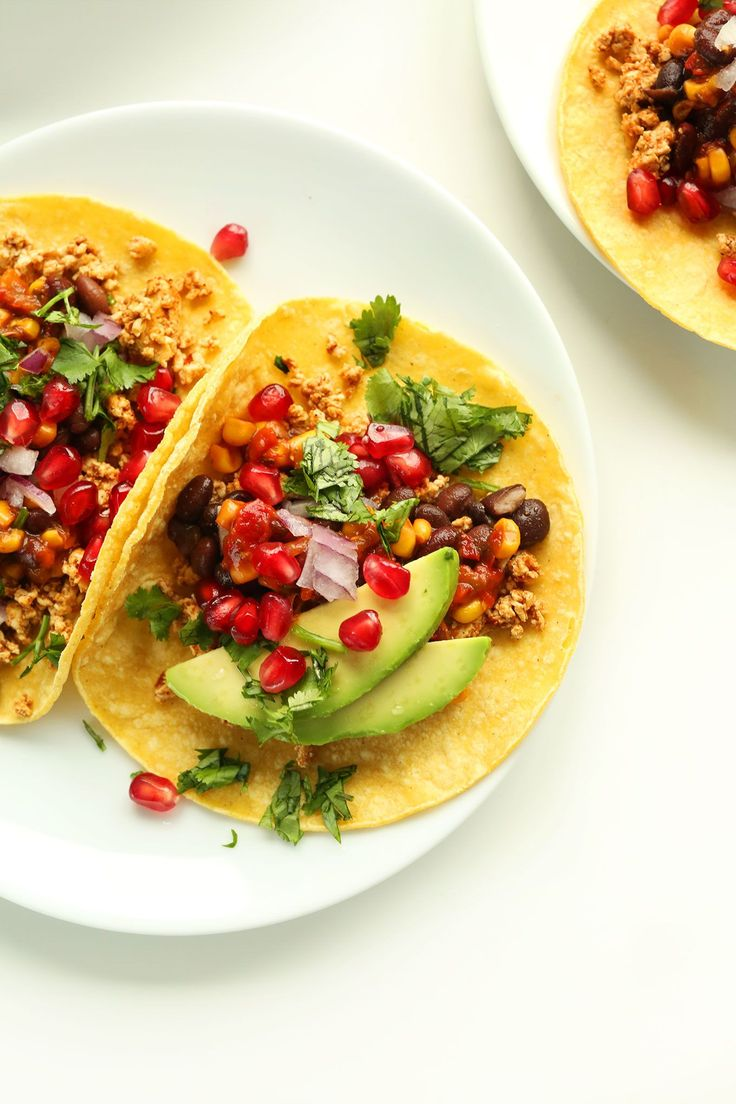 Easy 30-minute Breakfast Tacos!! Spicy tofu, black beans and tons of fruit and veggies #healthy #vegan
