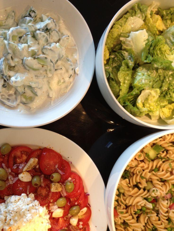 Mormor salat Pastasalat m. diverse ;-) Tomatsalat m. Hytteost, oliven & hvidløg Taziki m. grove danske agurk