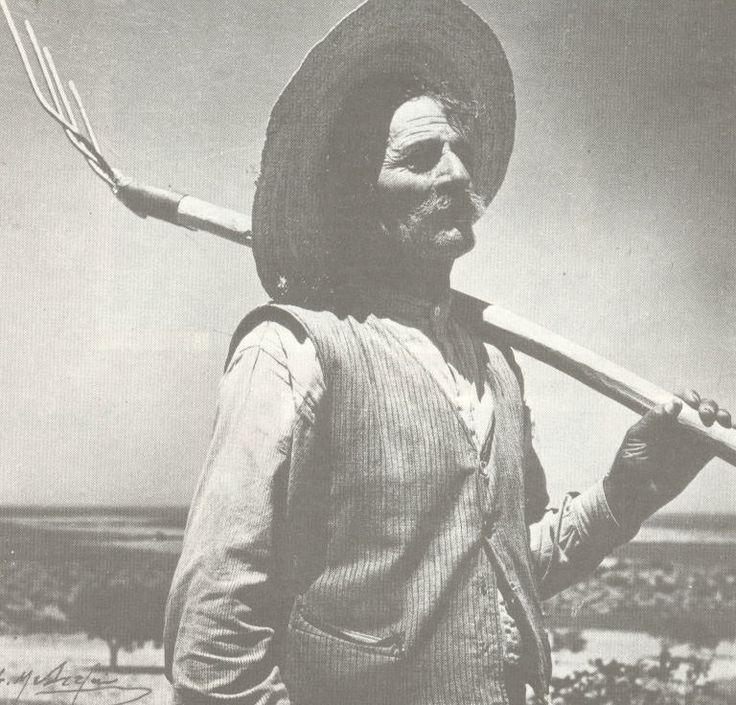 ΜΥΚΟΝΟΣ: Αγρότης με δικράνι (1948)