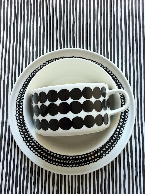 I'd like to have mismatched tea cups & saucers & this marirekko duo would fit nicely in my hypothetical collection!