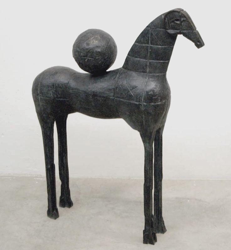 Immagine di http://florabigai.it/cms/wp-content/gallery/mimmo-paladino/cavallo-con-sfera.jpg.