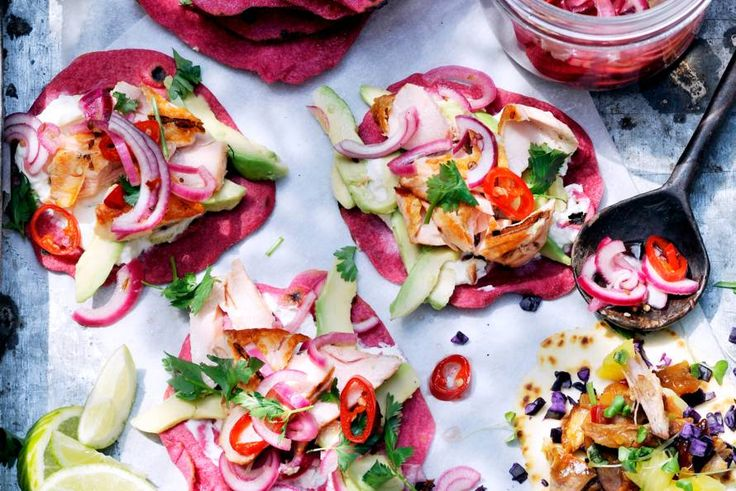 De ingelegde rode ui geeft deze tortilla's een boost!- recept - Allerhande