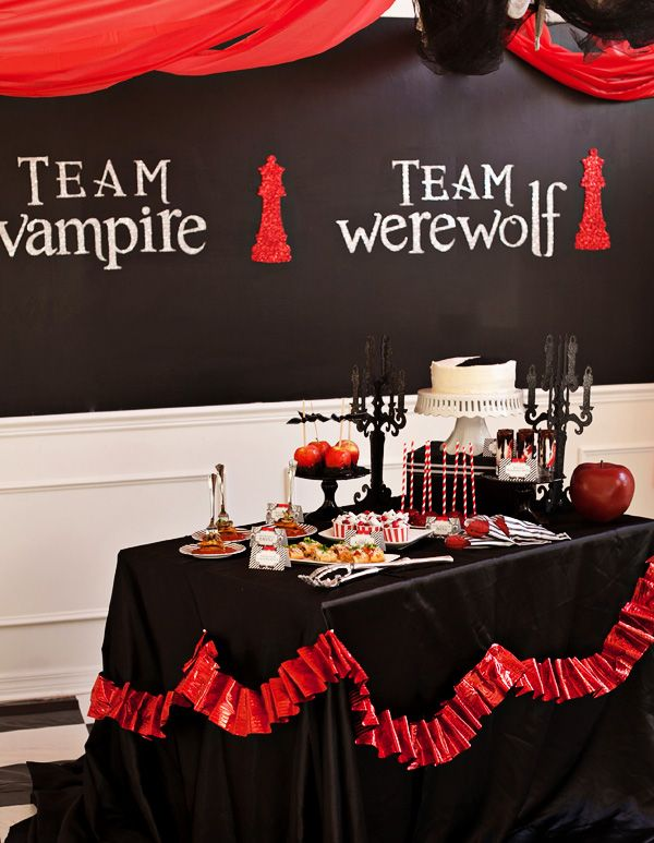 teen twilight halloween party vampires vs werewolves - Vampire Halloween Decorations