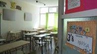 Uno de los mayores inconvenientes que se producen en la educación argentina y que tienen un fuerte impacto en la sociedad es la deserción en las escuelas, principalmente en el nivel secundario, lo cual produce un incremento en la cantidad de jóvenes que no logran ingresar al mercado laboral formal y pasan a engrosar los llamados NI-NI (ni trabajan, ni estudian).