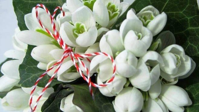 """1 MARTIE. Românii sărbătoresc venirea primăverii într-un mod unic, la începutul lunii martie. După vechiul calendar roman, 1 Martie era prima zi din an şi se celebra sărbătoarea """"Matronalia"""" la care se desfăşurau serbările"""