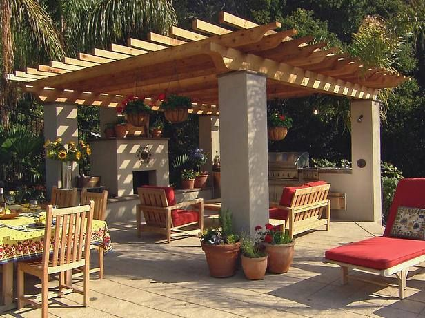 Great Patio/Outdoor Kitchen