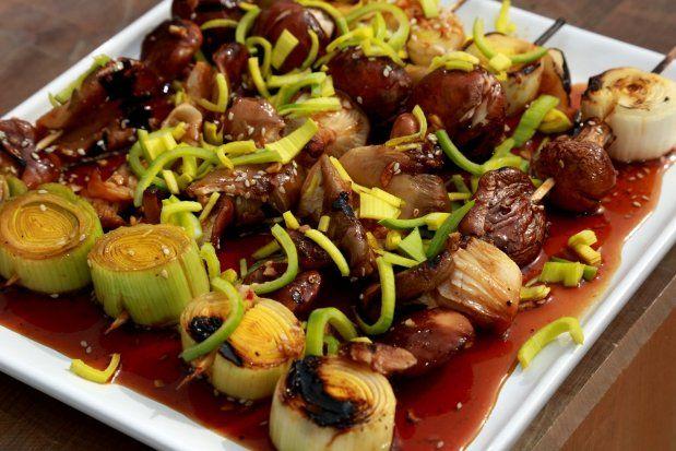 Houbové špízy po asijsku............ http://fresh.iprima.cz/recepty/houbove-spizy-po-asijsku
