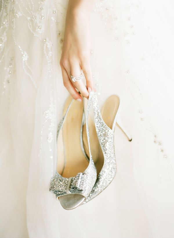 wedding shoes idea. To see more: www.modwedding.com