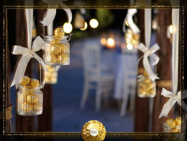 [Thalie] A l'approche des fêtes de fin d'année, disposez des photophores dans votre entrée pour illuminer votre maison grâce à Ferrero Rocher.