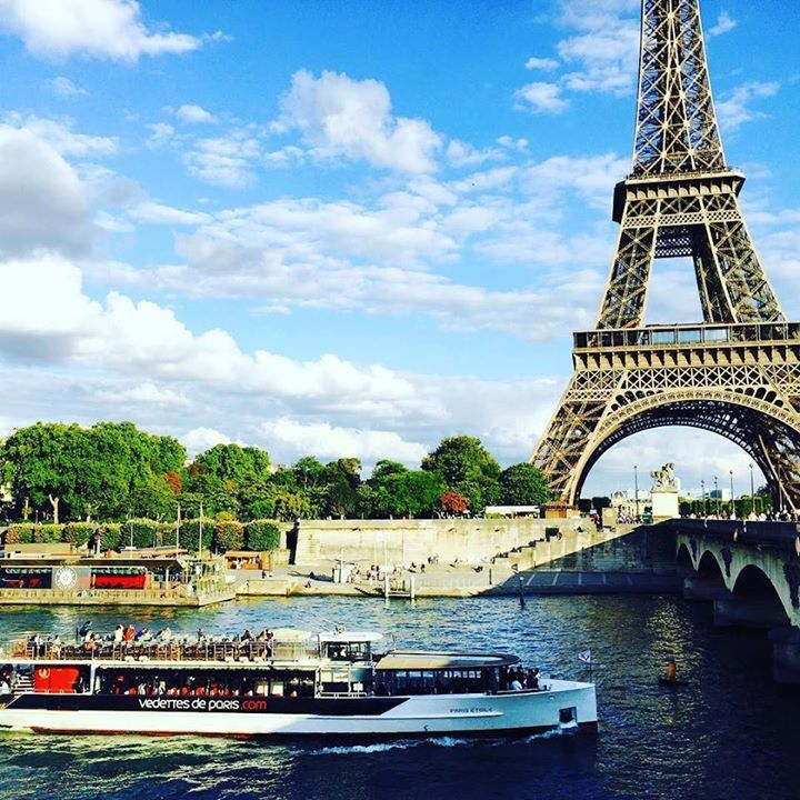 by @yeonizzang79 #EiffelTower #France 프랑스 '파리' 여행기  저녁무렵 저기 지나가는 바토무슈를 타고 파리 이곳저곳을 누비며 또 힐링 할 것이당 #여행 #유럽여행 #유럽배낭여행 #유럽자유여행 #해외여행 #프랑스 #프랑스여행 #파리 #파리여행 #france #서유럽 #서유럽여행 #Paris #파리에서 #에펠탑 #파리에펠탑 #Eiffel #EiffelTower #바토무슈 #여니짱월드