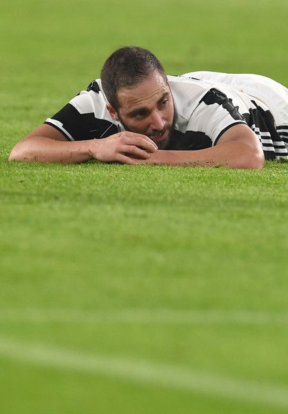 Gonzalo Higuain of Juventus FC reacts during the Serie A match between Juventus FC and Atalanta BC at Juventus Stadium on December 3, 2016 in Turin, Italy.