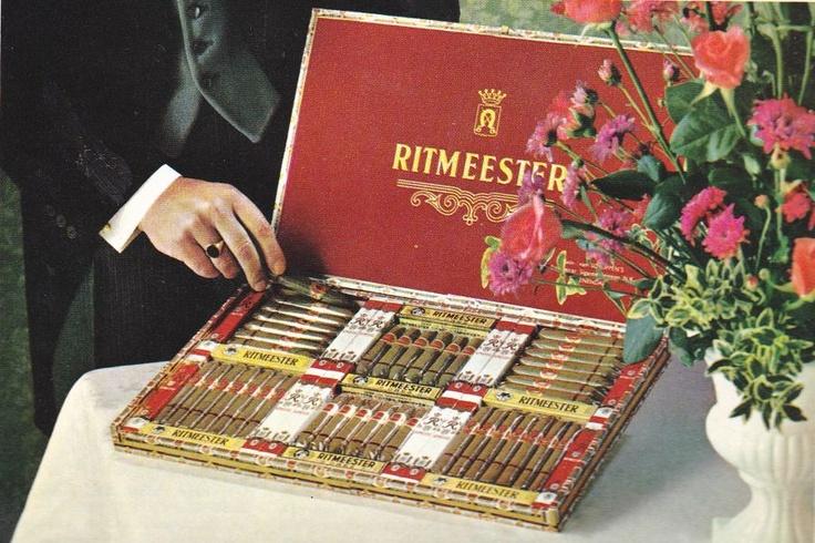 Gasten presenteerdoos. En wij maar sigarenbandjes sparen en plakken in een ruitjesschrift.