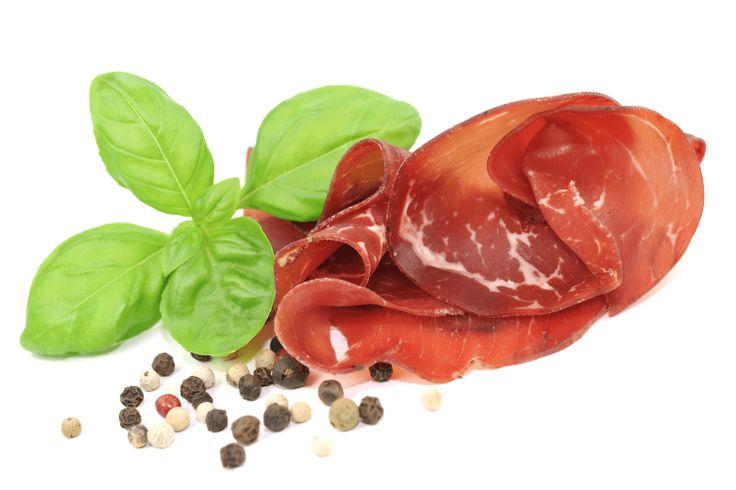 BRESAOLA DELLA VALTELLINA IGP salume tradizionale della provincia di Sondrio a basso contenuto di grassi e quindi di gran successo tanto che occorre importare la carne della sottospecie bovina del Zebù allevata in Brasile e dall'Argentina #ItalianFood #cucinaitaliana #piattiitaliani #piattitipici #piattitipiciregionali #Gourmet #Foodie #FoodBlogger #CarnevaliLuigi  https://www.facebook.com/terreLAMBRUSCO/?fref=ts https://twitter.com/luigicarnevali https://www.instagram.com/carnevaliluigi/