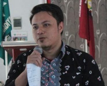 Proyek Reklamasi Lanjut DPP IMM: Khianati Konstitusi Untungkan Kelompok Tertentu  Fitrah Bukhari  JAKARTA (SALAM-ONLINE): Penyataan Menko Kemaritiman dan Sumber Daya Mineral perihal dilanjutkannya proyek reklamasi pantai utara Jakarta merupakan pengkhianatan konstitusional.  Demikian ditegaskan Sekretaris DPP Ikatan Mahasiswa Muhammadiyah (IMM) Bidang Tabligh dan Kajian Keislaman DPP Fitrah Bukhari.  Reklamasi merupakan proyek mercu suar guna menguntungkan pengembang yang selama ini terkenal…