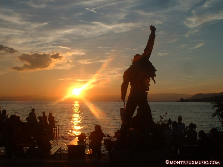 Sunset in front of Freddie Mercury, Montreux Riviera  © MontreuxMusic