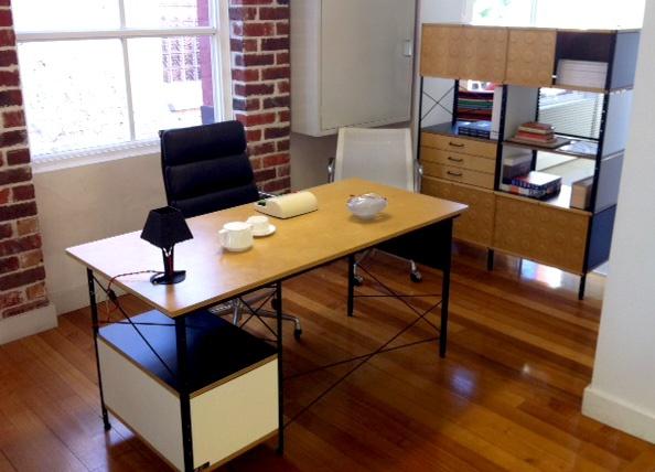 perth eames desk1png 594428 - Herman Miller Schreibtisch Veranstalter
