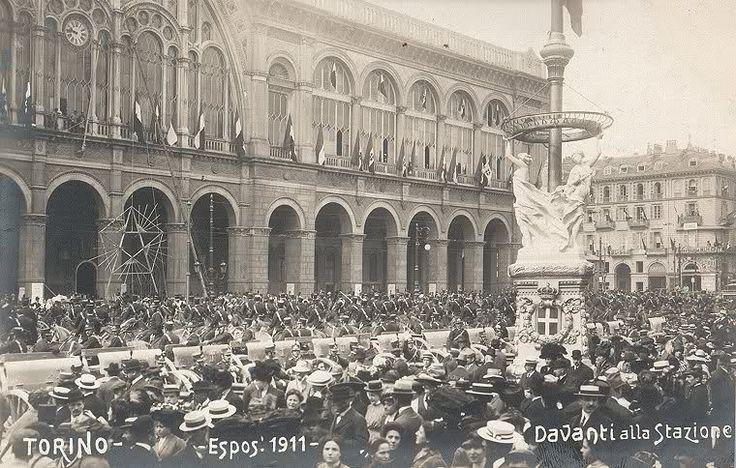 Esposizione 1911 - Davanti alla stazione - Torino http://www.torinovintage.it/torino-antica/esposizione-1911-davanti-alla-stazione-torino