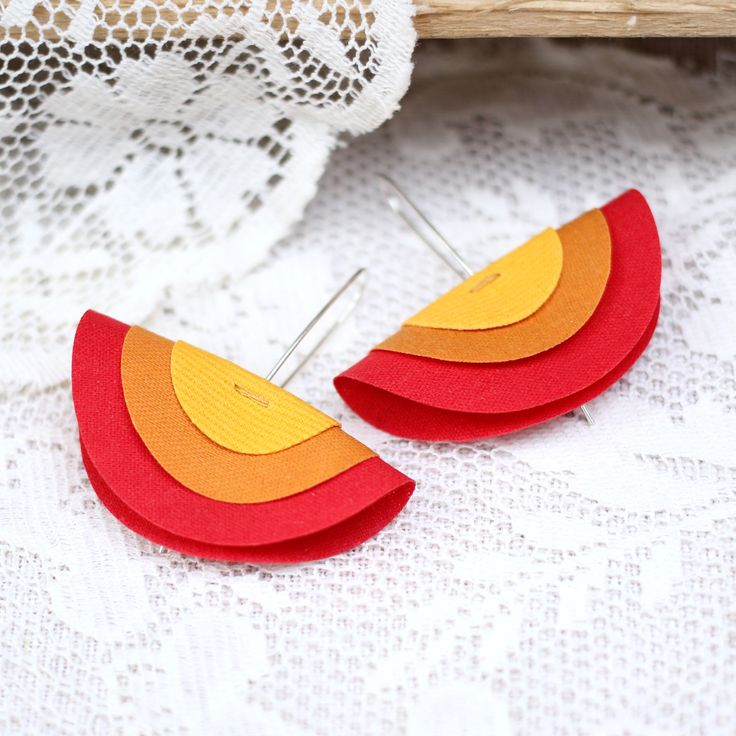 Rainbow earrings made from recycled fabrics and silver, 29€