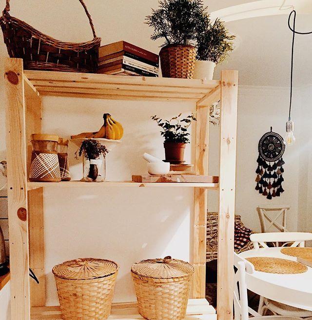Küçük evlerde raflar ve duvarlar en çok kullanılan alanlar. #evdekorasyonfikirleri #tasarimcininevi