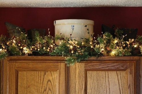 decorating above kitchen cabinets christmas winter - Decorating Above Kitchen Cabinets