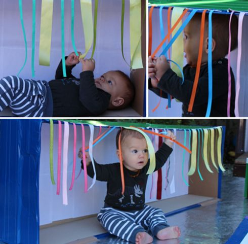 Sensory Boxes for Babies and Toddlers - What to do with a cardboard Box. Juego espectacular para niños menores de 2 años.