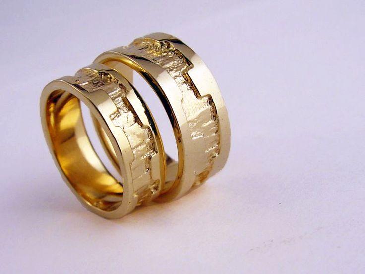 Liefdesringen, relatieringen, vriendschapsringen, trouwringen, 'love' ringen, 'ik hou van jou' ringen, verlovingsringen, 'xxx' ringen, ... Exclusief handgemaakt, speciaal voor ... Vinden jullie ze mooi? Exclusively handmade weddingrings, handmade by Edelsmid Ton van den Hout. www.tonvandenhout.nl  #edelsmid #trouwringen #goldsmith #weddingrings