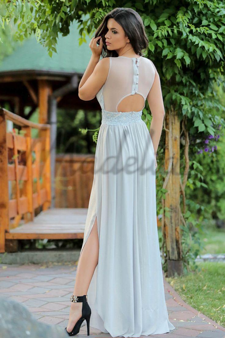 Rochie lunga cu sclipici, prevazuta cu dantela in partea de sus, decupata la spate, se inchide cu fermoar si nasturi la spate.