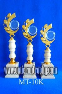 Jual Trophy Piala Penghargaan, Trophy Piala Kristal, Piala Unik, Piala Boneka, Piala Plakat, Sparepart Trophy Piala Plastik Harga Murah Pengrajin Piala Trophy Tulungagung Surabaya