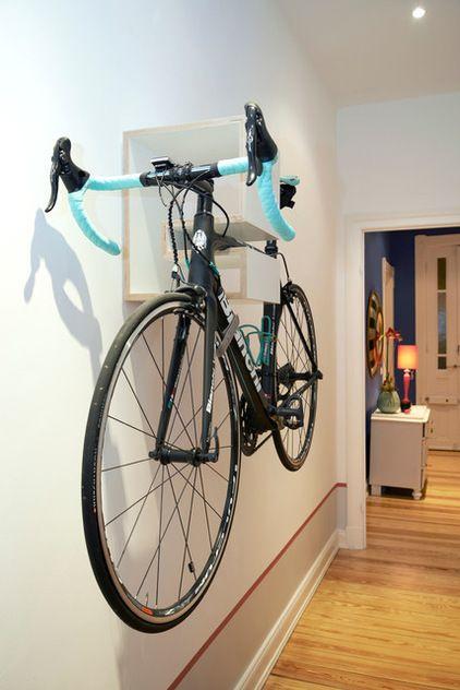 Хранение велосипеда в квартире.  Современный  by Peter Stockhausen