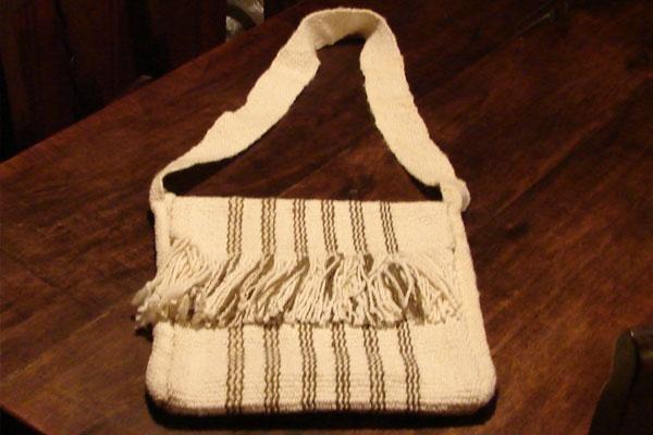 bolso en telar mapuche