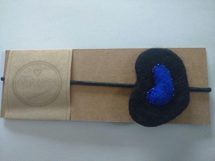 Cintillo corazón, fieltro agujado y mojado con aplicación de mostacillas. Diseño unico hecho a mano Venta por facebook: emporiopuroamor