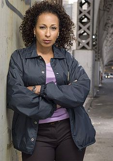 As themedical examiner, Warner often works withManhattan's 16th Precinct (A.K.A. theSpecial Victims Unit) by helping its detectives find scientific evidence to support their cases. She and her h...