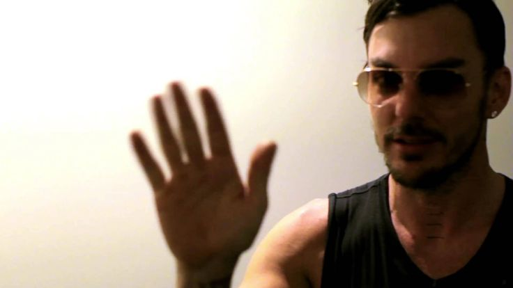 THIRTY SECONDS TO MARS - LOVE LUST FAITH + DREAMS Tour: St. Louis (via http://www.youtube.com/watch?feature=player_embedded&v=BH7UU0bgCEA