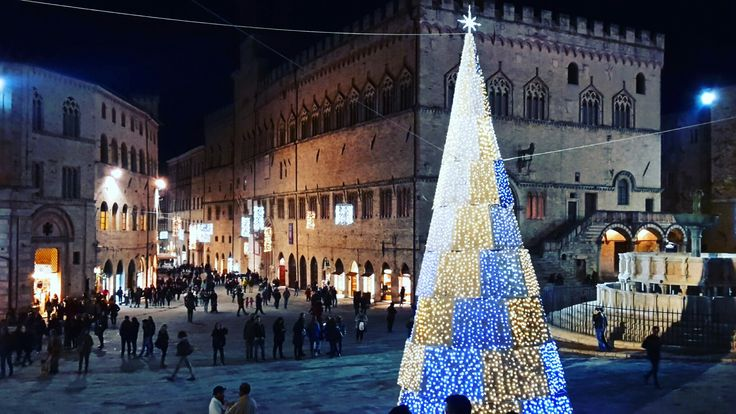Perugia: Piazza IV Novembre, the square par excellence, stand secular buildings dated to the Medieval times.