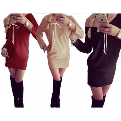 Zobacz dresowa sukienkę z dekoltem na jedno ramię i troczkiem dodającym jej niebanalności, za jedyne 29,99 zł w sklepie internetowym Magmac.pl