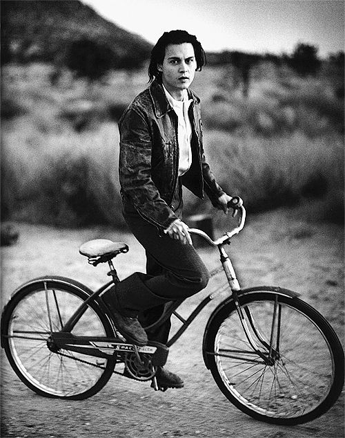 """""""As a teenager I was so insecure. I was the type of guy that never fitted in because he never dared to choose. I was convinced I had absolutely no talent at all. For nothing. And that thought took away all my ambition too."""" - Johnny Depp. ☀"""
