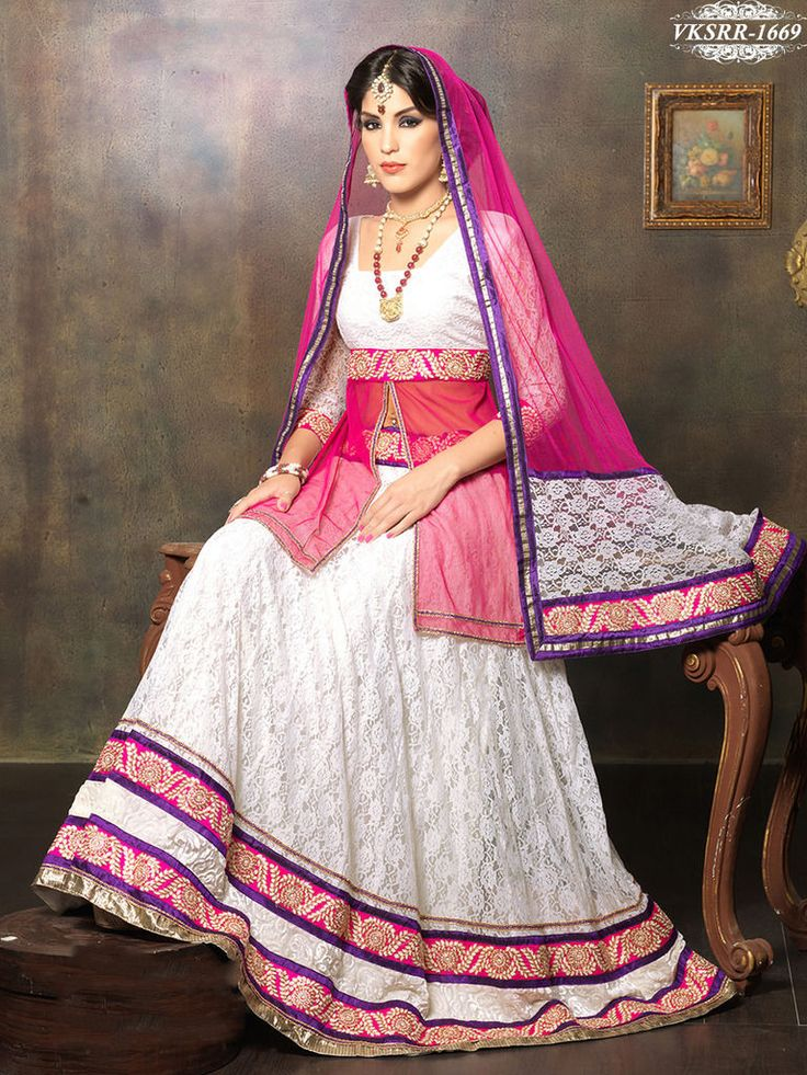 Love the #silk fabric and style of the pink and white #lenhga.